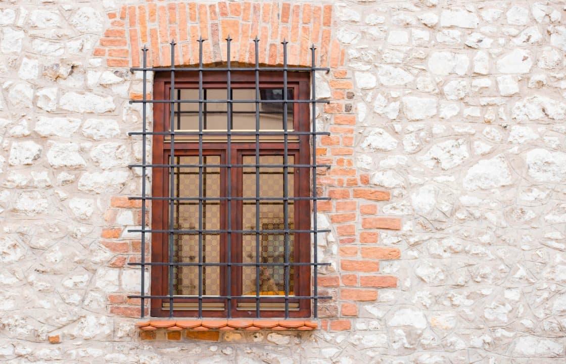 Inferriate per porte e finestre apribili e fisse quali scegliere